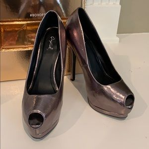 Qupid Metallic Platforms Size 8.5